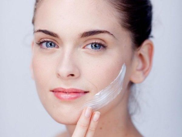 كيفية استخدام كريم تفتيح الوجه